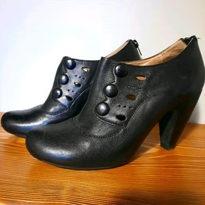 Miz Mooz 'Sylvia' Leather Pump in black